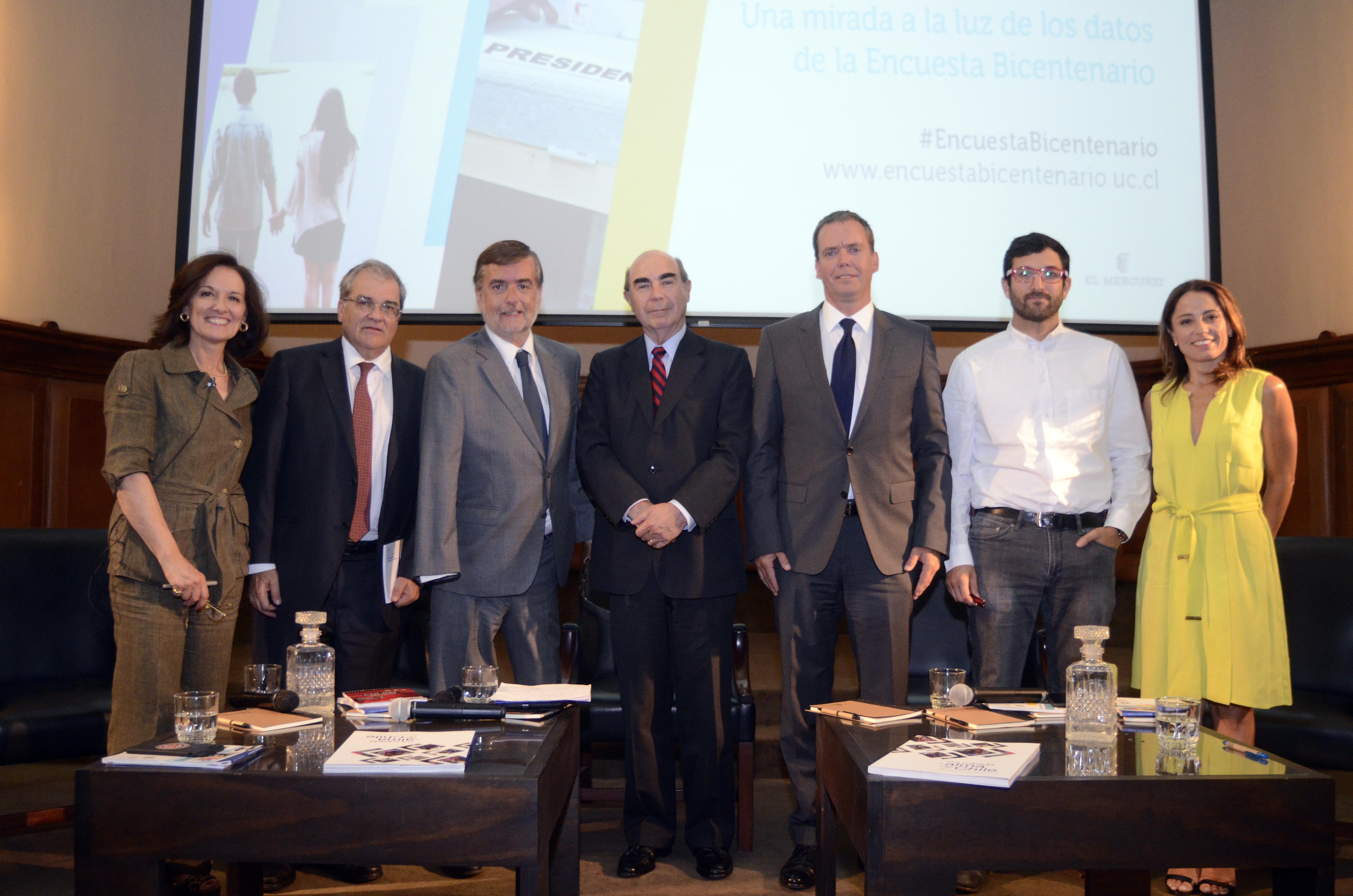 Parlamentarios, académicos y periodistas analizaron el Chile que recibe al próximo gobierno